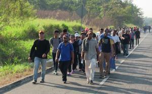 Migrantes critican que AMLO presuma récord en remesas
