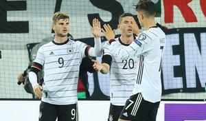 La nueva Alemania de Flick gana pero no convence