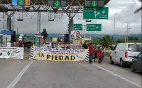 El CNTE bloquea ahora, seis casetas en Michoacán