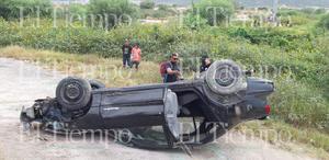 Automovilista vuelca sobre el Libramiento Carlos Salinas de Gortari