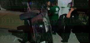 Conductor pensó que su auto tenía alas y volcó en Monclova
