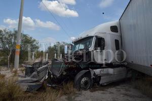 Choque múltiple en la carretera 53 de Monclova – Monterrey deja dos personas lesionadas