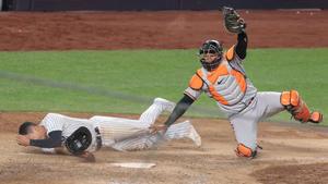 Orioles sorprende y gana a Yankees