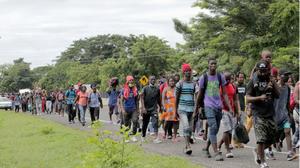 Agentes mexicanos desintegran cuarta caravana migrante en el estado de Chiapas