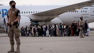 Catar dice que enviará un avión con ayuda humanitaria a Afganistán cada día