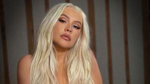 Christina Aguilera posa topless para 'fiesta' de la comunicad LGBT+