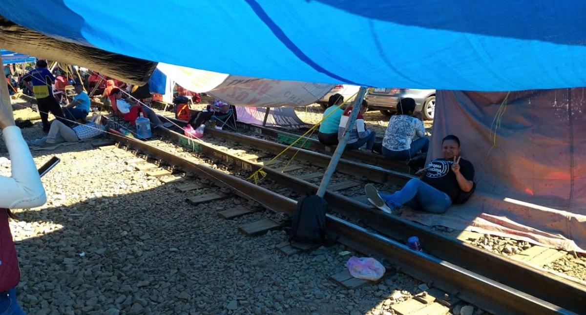 El CCE pide a AMLO frenar bloqueo de vías férreas en Michoacán