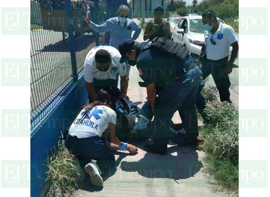 Hombre se fractura un brazo al caer de su propia altura en Monclova