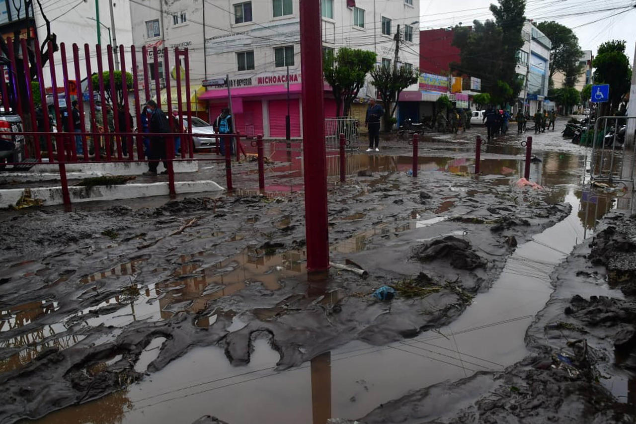 Amanece Ecatepec entre lodo y agua tras tormenta