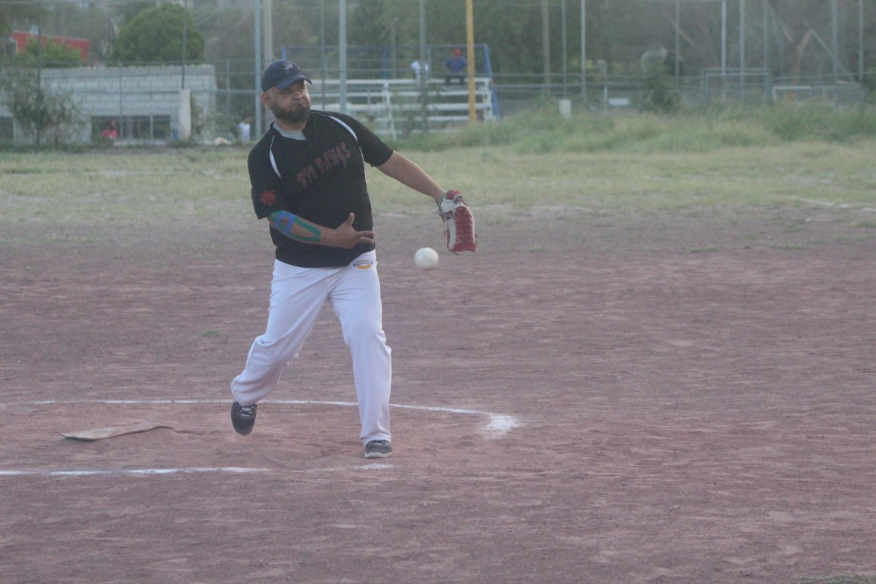 Potreros superaron a los Guerreros en la liga nocturna de softbol