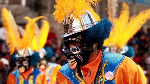 Bolivia reclama el origen de la morenada con una jornada de danza callejera