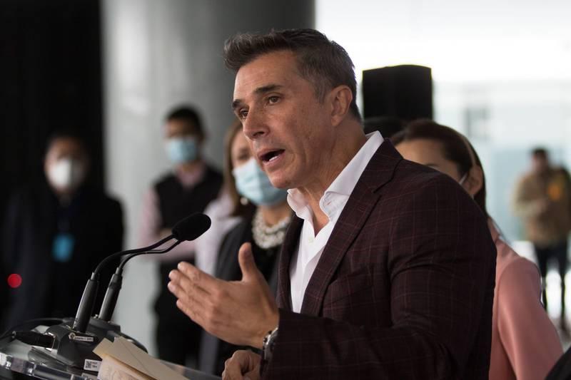 Sergio Mayer incita a Gustavo Adolfo Infante a que lo denuncie ante la Fiscalía General