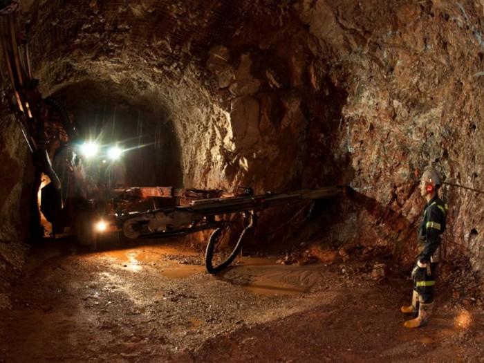 Logran rescatar a Los 4 mineros que quedaron atrapados la tarde noche de este martes, todos salieron con bien