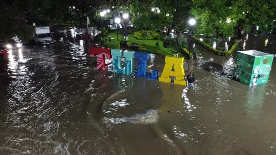 Gobierno, pendiente por lluvias y desbordamiento de ríos: AMLO