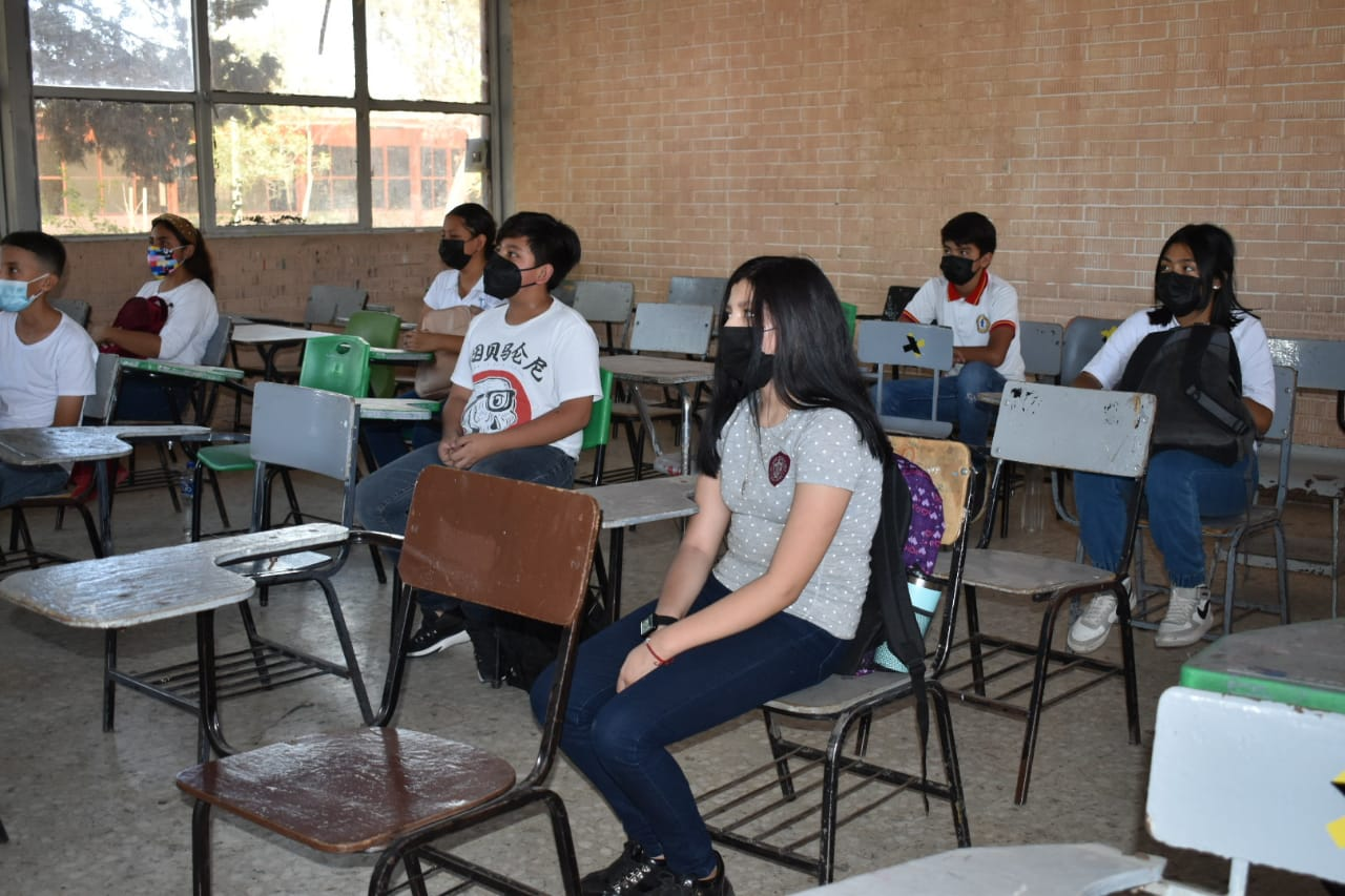 Maestra con COVID-19 estuvo al frente de 6 grupos en secundaria #1 de Frontera