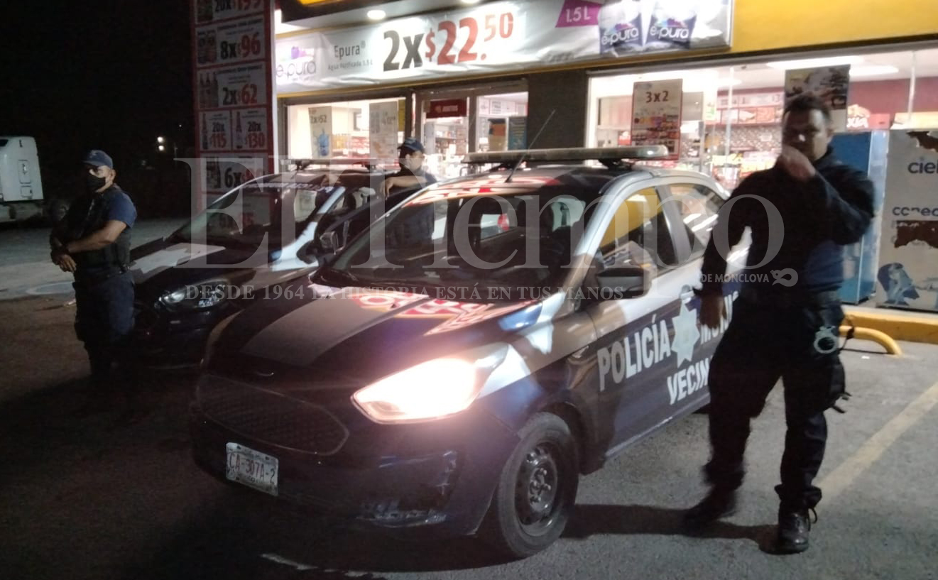 Ladrones atracan tienda de conveniencia en Monclova