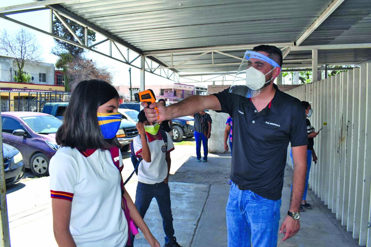 80 alumnos monitoreados por contagio de maestra en Frontera