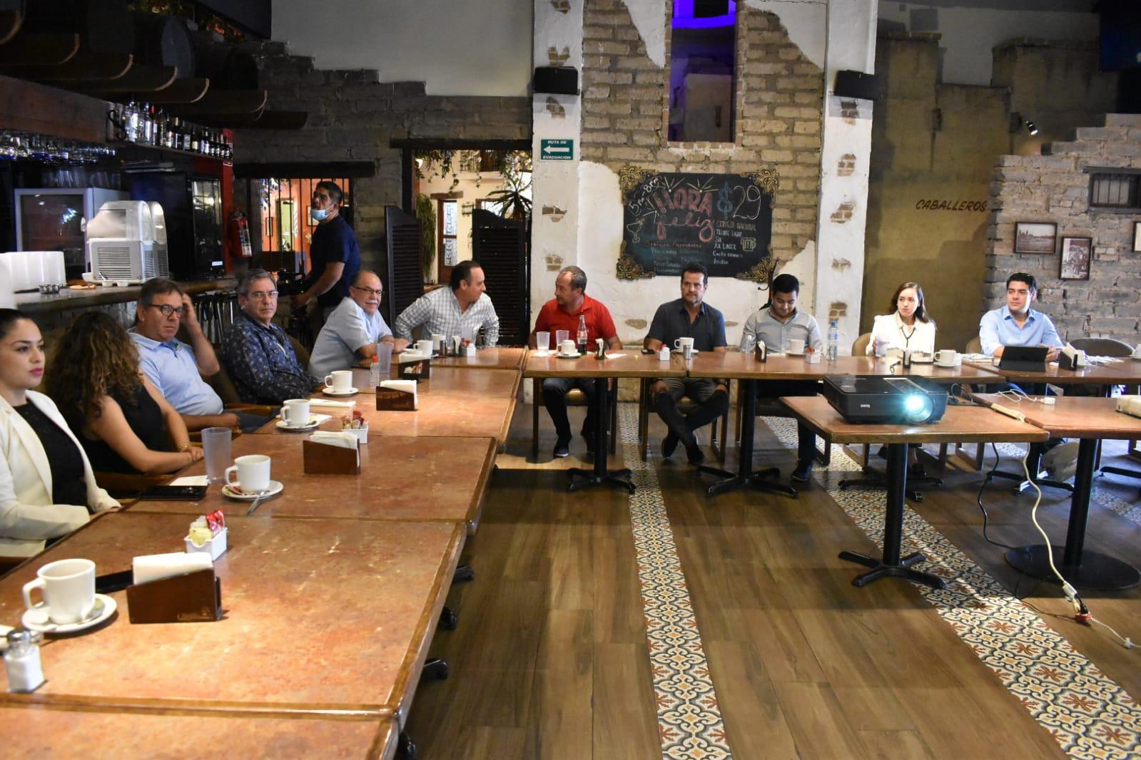 """Hoteleros y restauranteros presentan el """"pasaporte Coahuila 2021""""."""