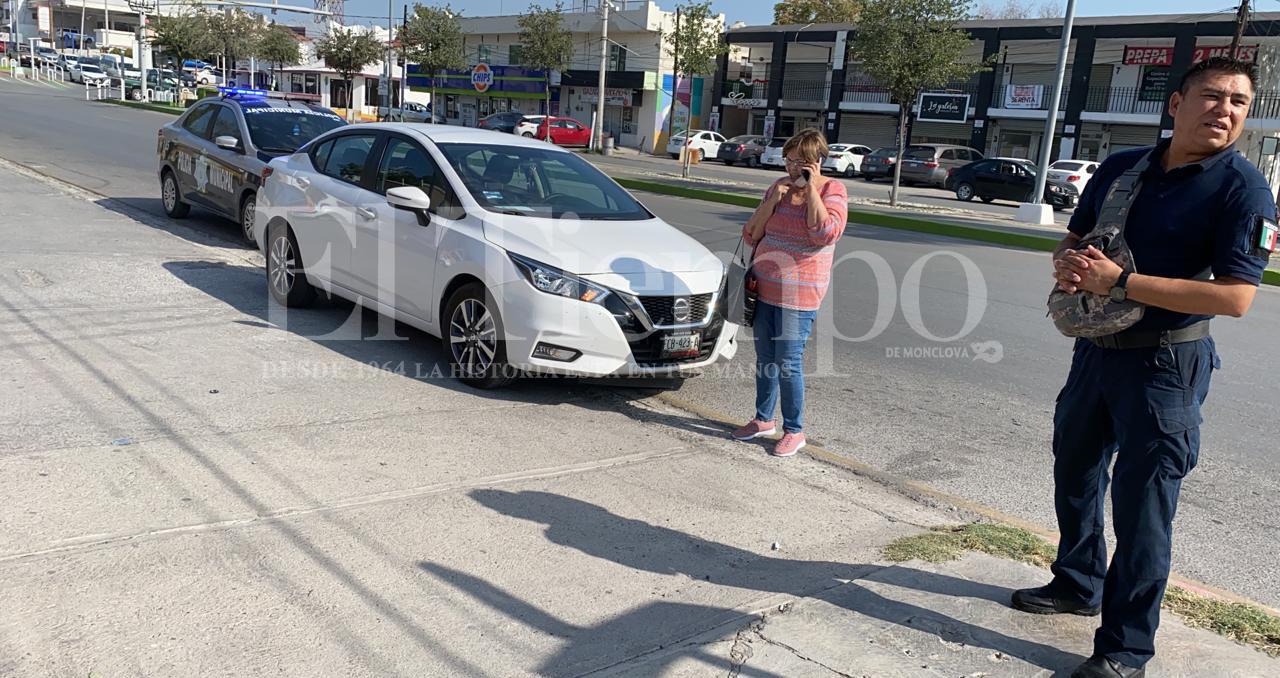Conductor irresponsable choca y huye en Monclova