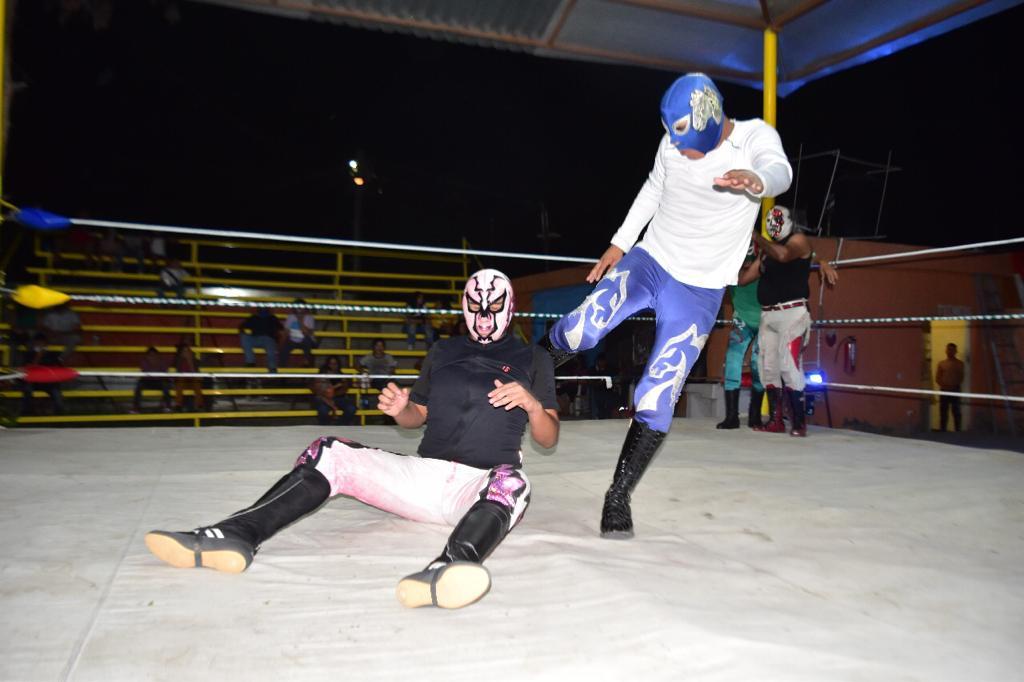 Lucha de relevos en la Hipódromo de Monclova