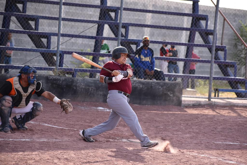 XX de Estancias pega primero en la liga de béisbol 50 y mayores