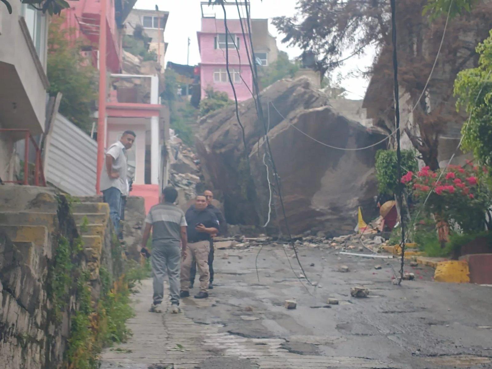 El Cerro del Chiquihuite se desgaja en Tlalnepantla y sepulta viviendas