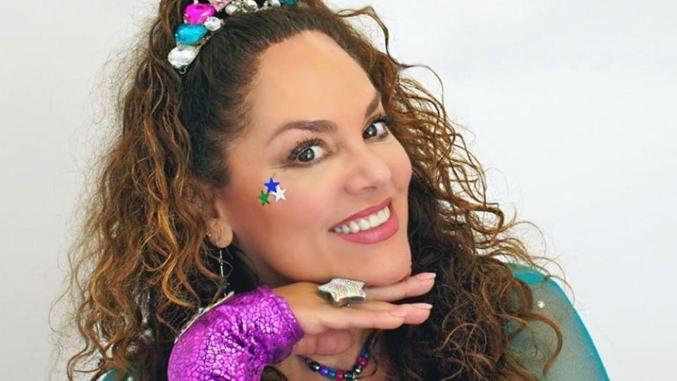 De cantante infantil a modelo: Tatiana se deja ver con tremendo bañador a sus 52 años