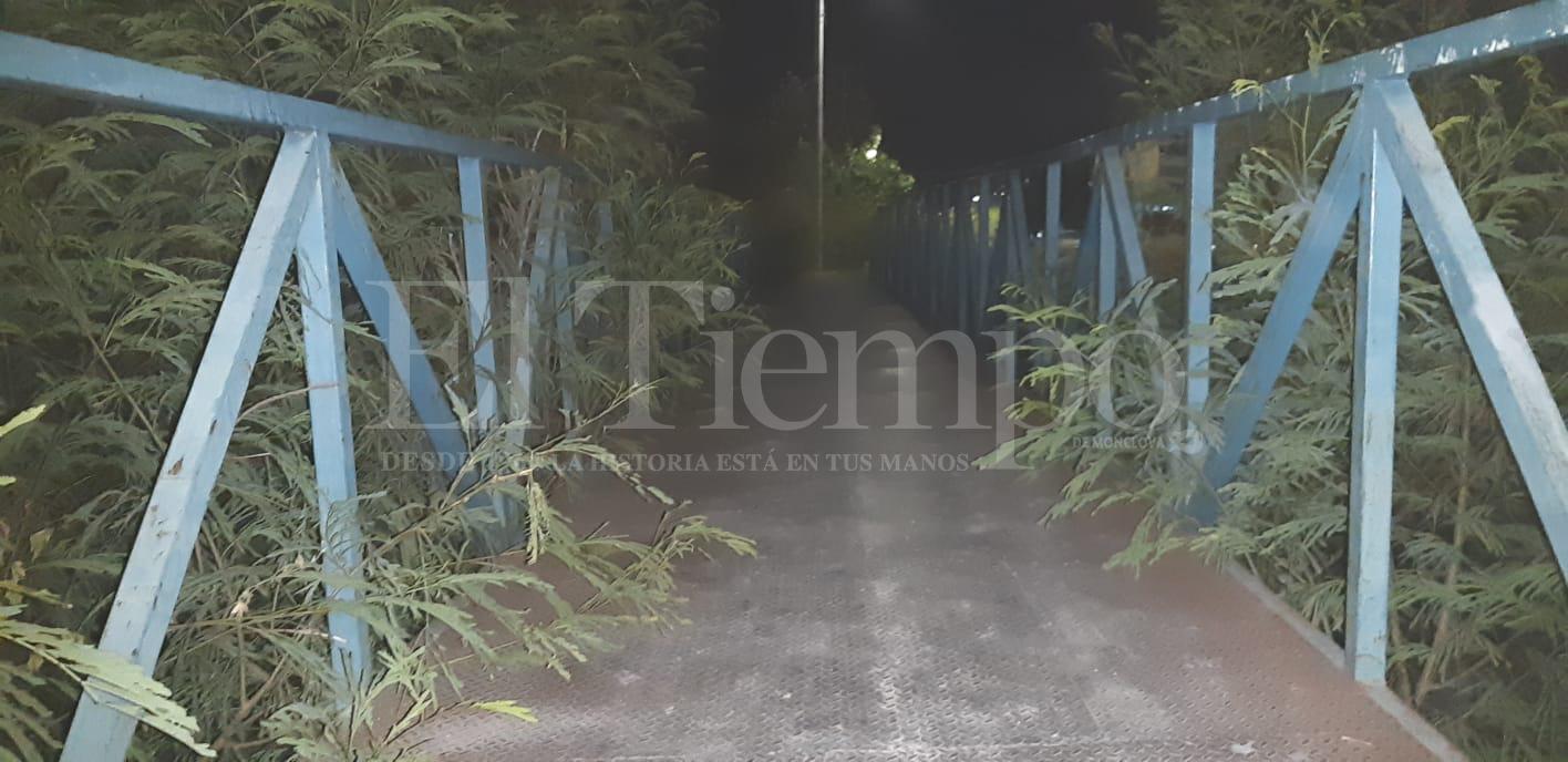 Los puentes peatonales de Monclova son más inseguros durante la noche