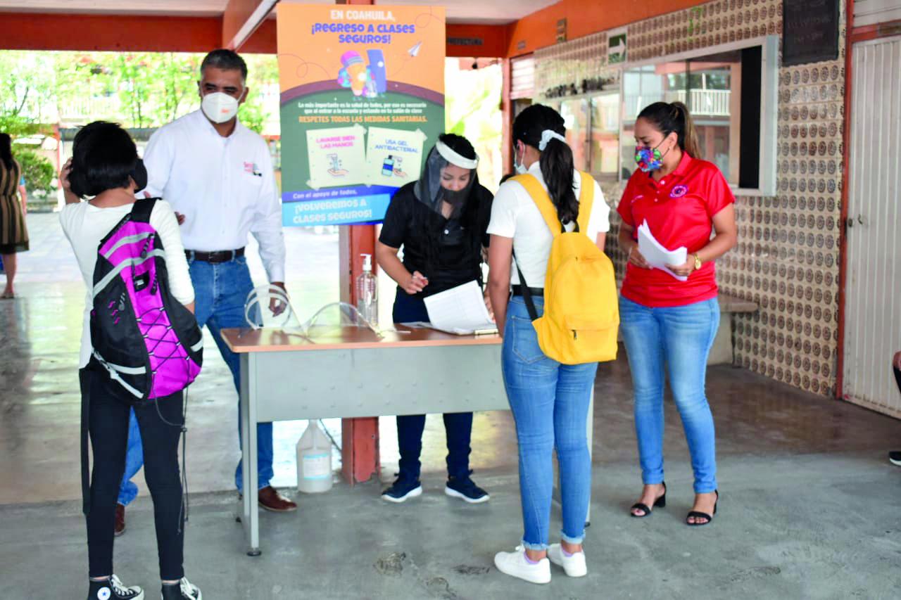Alumnos de secundaria #1 en Frontera están fuera de peligro tras positivo a COVID-19 de maestra