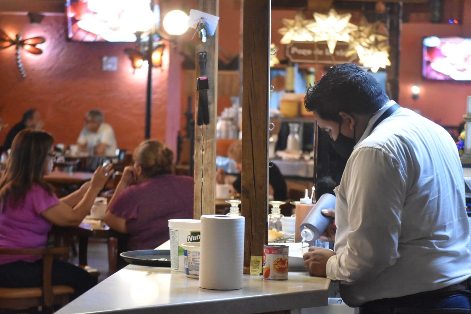 Restauranteros de Monclova no exigen certificado de vacunación antiCOVID-19