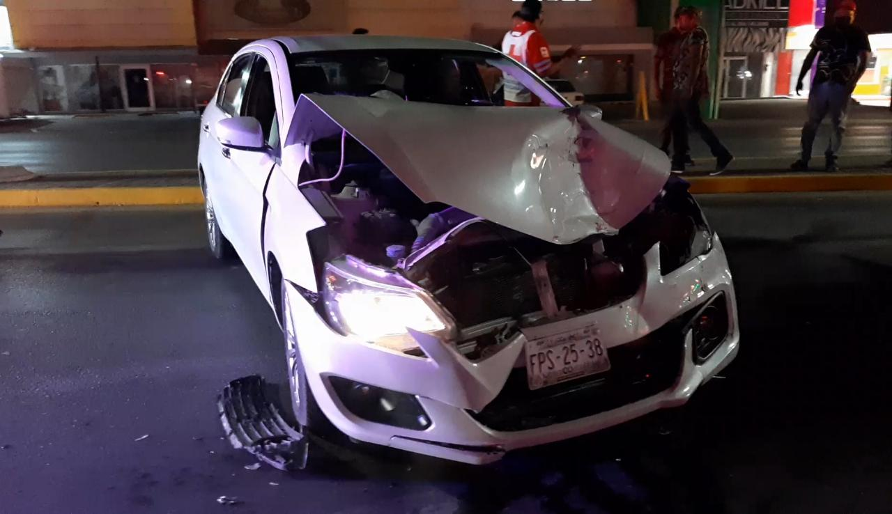 Veloz conductor invade carril y destroza automóvilen Monclova