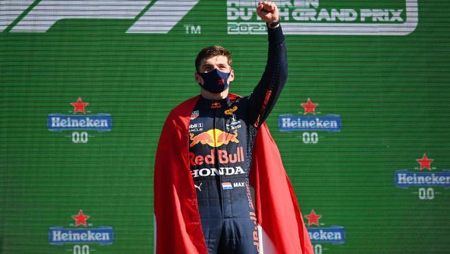 "Verstappen: ""Hamilton me hizo ir fuera de pista"""