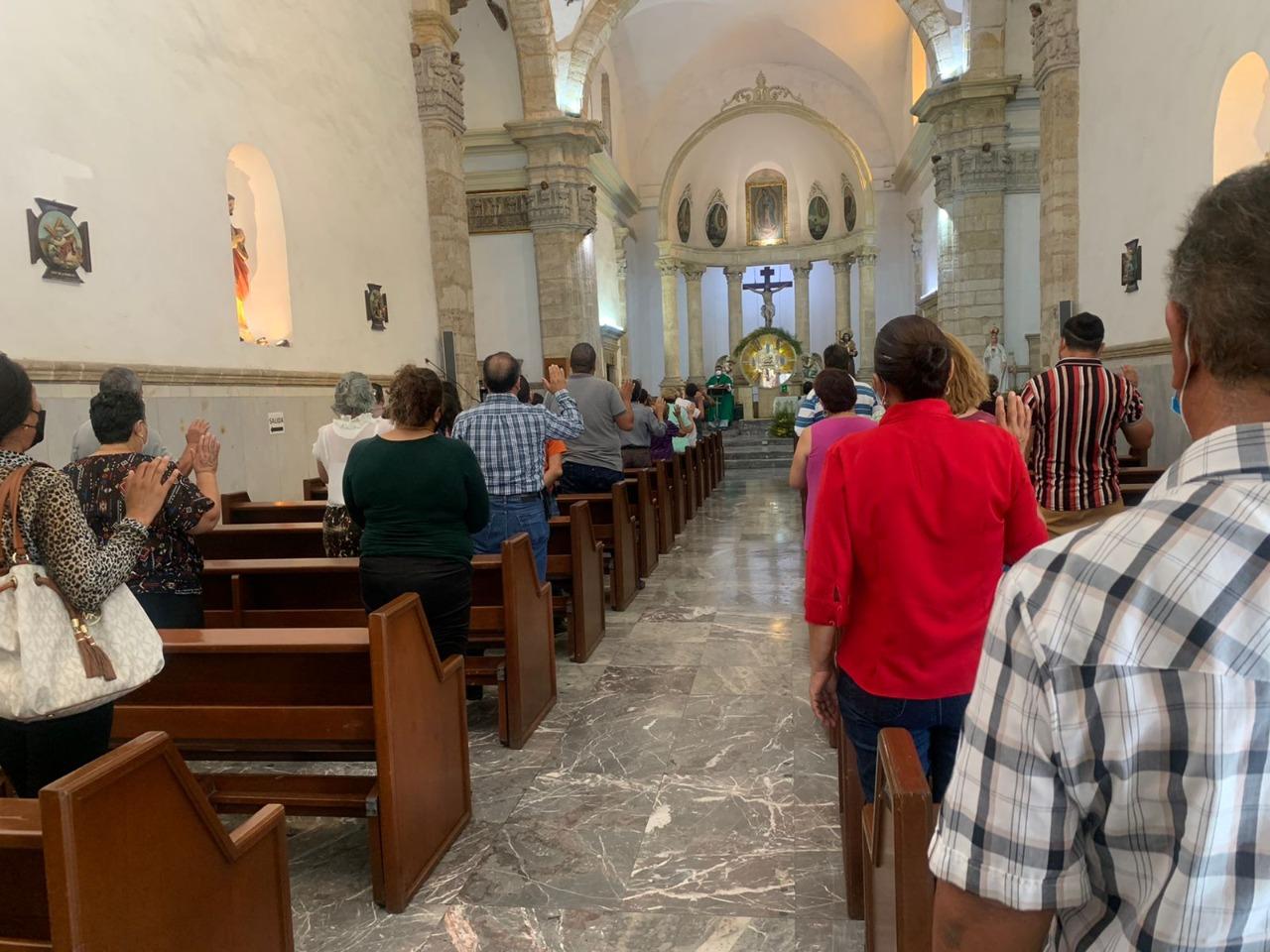 Iglesia: 'En misa somos unos,pero en la calle somos otros'
