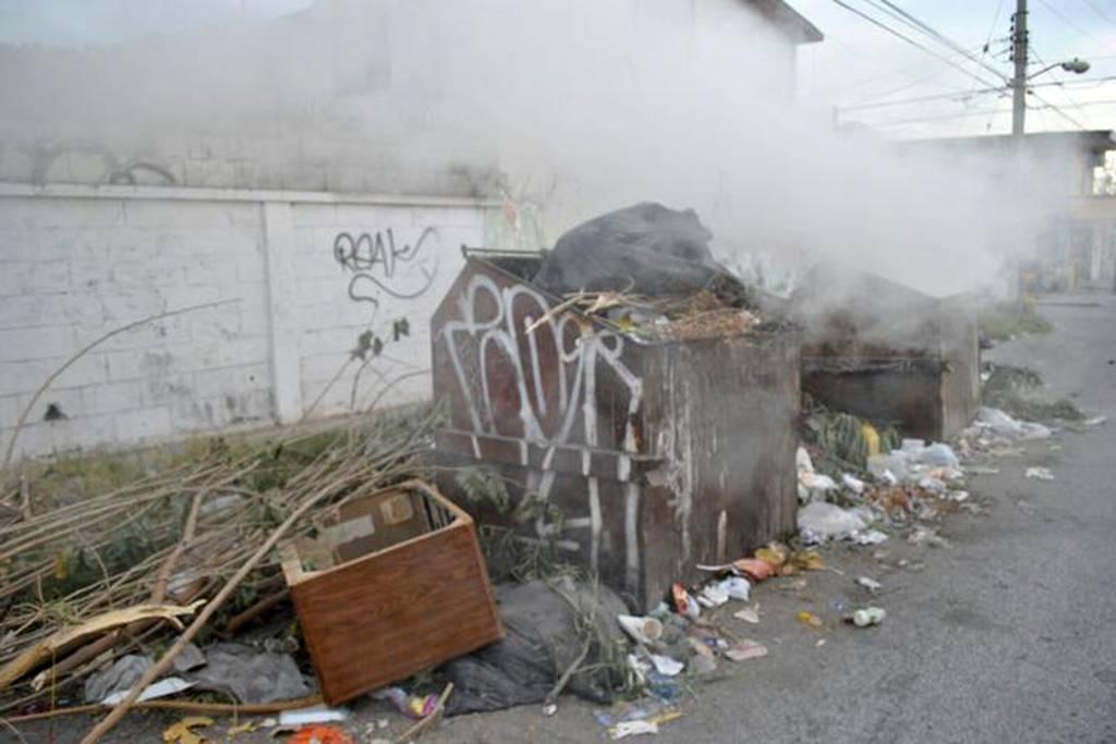 Jóvenes de Monclova por diversión queman contenedores de basura