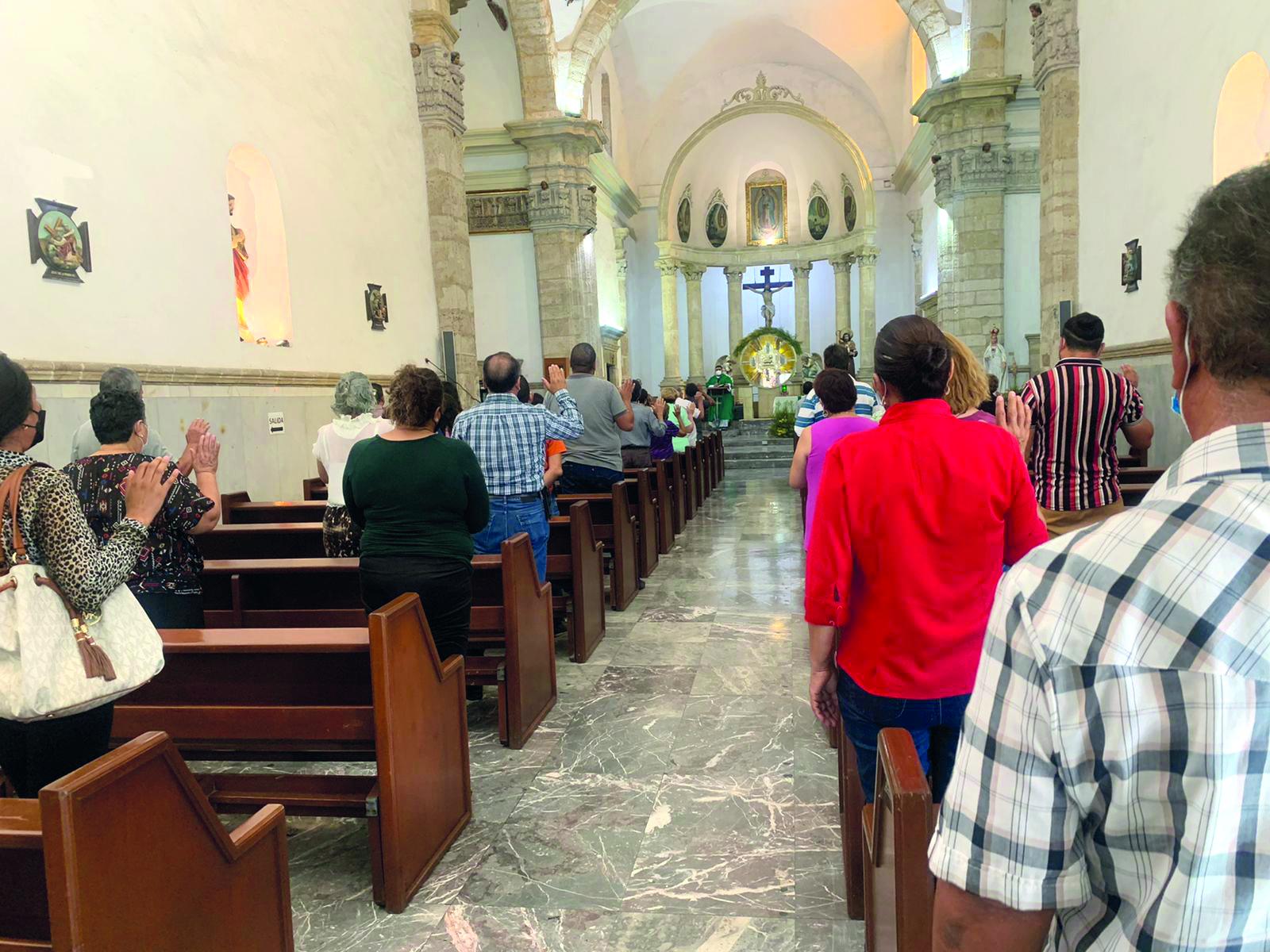 """Iglesia: """"En misa somos unos, pero en la calle somos otros"""""""