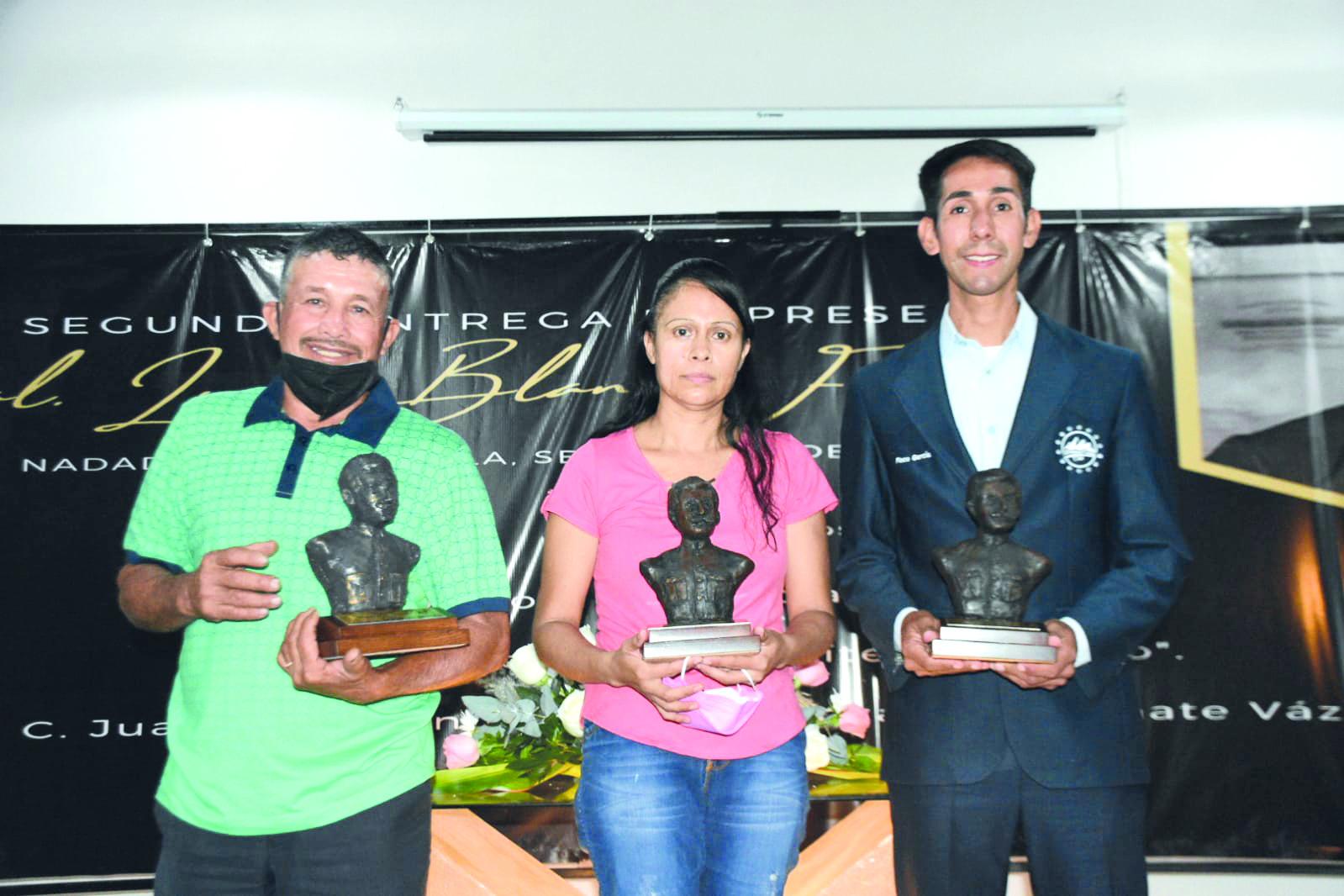 Deportistas de Nadadores reciben la presea General Lucio Blanco