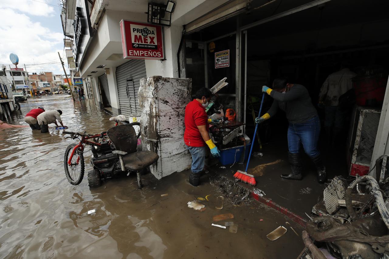 AMLO: 'Estamos saliendo adelante tras derrumbes, inundaciones y temblor'