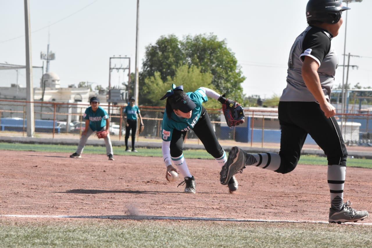 Mets y Marineras pegan primero en la liga de softbol femenil