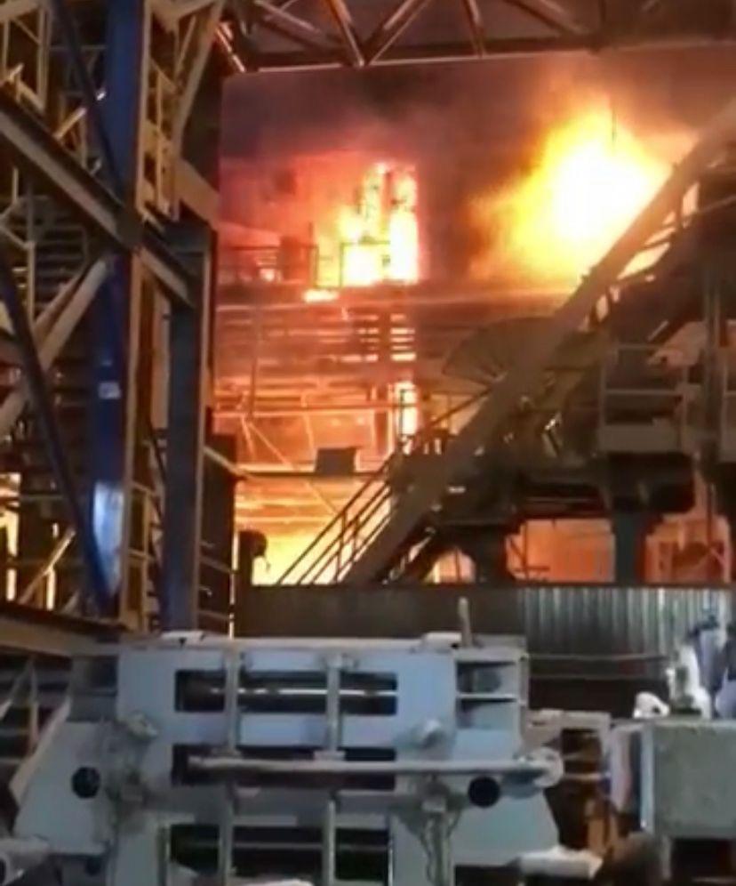 Manguera de gas truena en el BOF de la planta dos de AHMSA