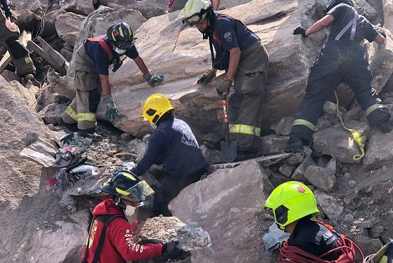 Rescatan cuerpo de menor en zona colapsada en el Cerro del Chiquihuite