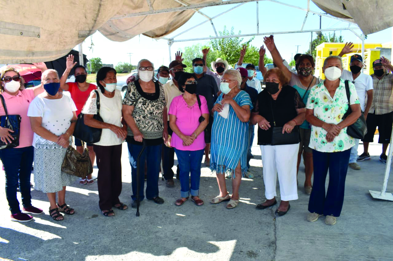 Adultos de 68 y Más los dejan sin pago en Castaños