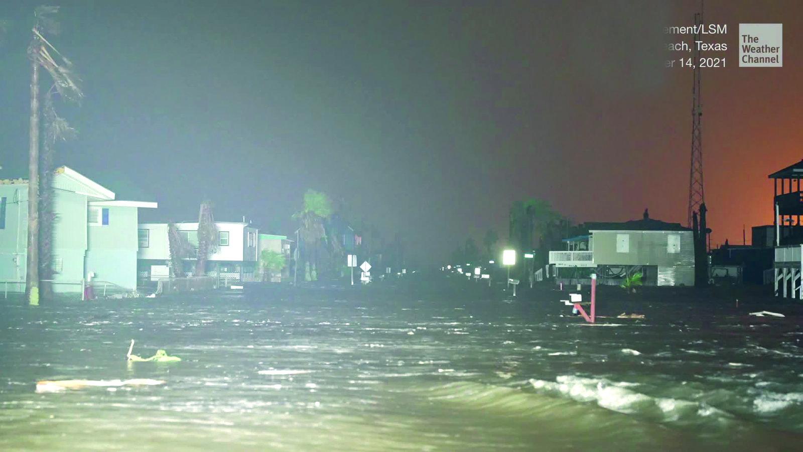 'Nicholas' deja hogares sin luz e inundaciones mortales en Texas