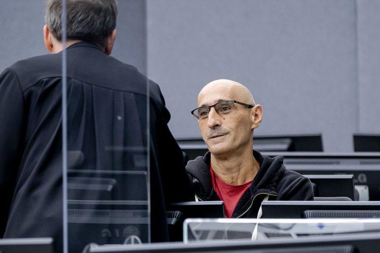 """Héroe de guerra kosovar acusa a tribunal de ser una """"oficina de la Gestapo"""""""