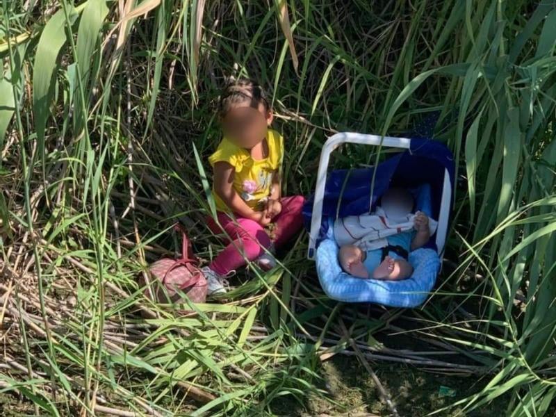 Abandonan a niña de 2 años y a su hermanito recién nacido a orillas del río Bravo en Eagle Pass