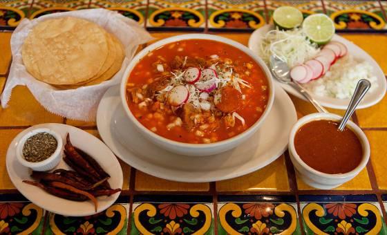 Historia oculta del pozole, la sopa prehispánica con carne humana