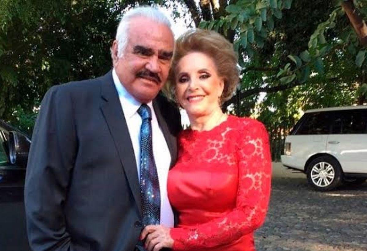 La esposa de Vicente Fernández se encuentra hospitalizada