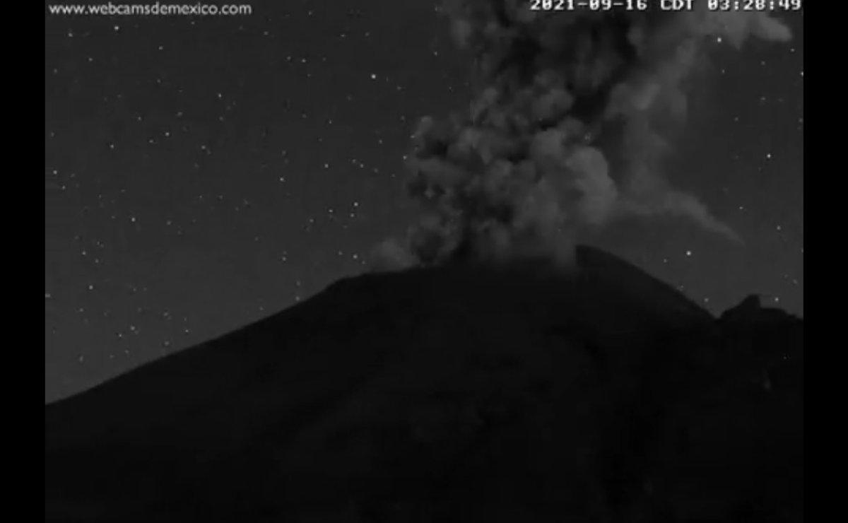 Volcán Popocatépetl presentó actividad la madrugada de este jueves