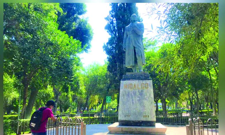 """""""Ni una flor"""" a Miguel Hidalgo en el aniversario de la Independencia"""
