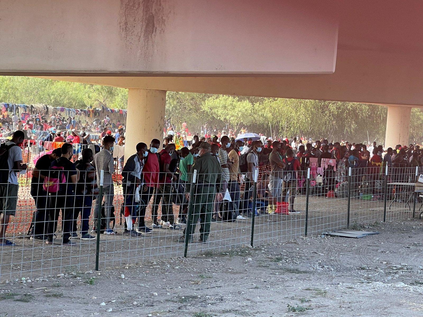 Estados Unidos cierra puente fronterizo con Acuña ante cruce masivo de haitianos