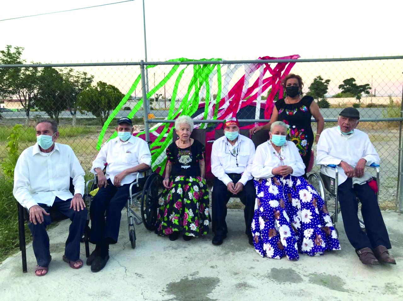 Tarde mexicana en asilo de ancianos 'San Buena'